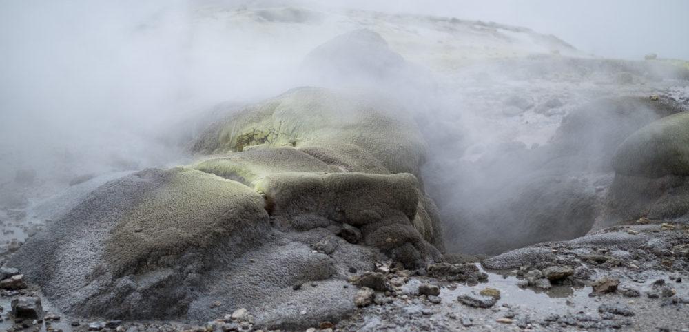 Unter Rotorua brodelt es mächtig, heisses Wasser kann direkt abgezapft werden.