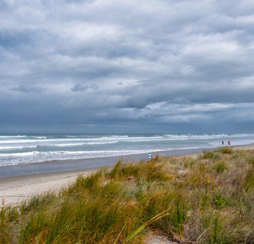 Kilometerlange, raue Strandabschnitte bei Waihi