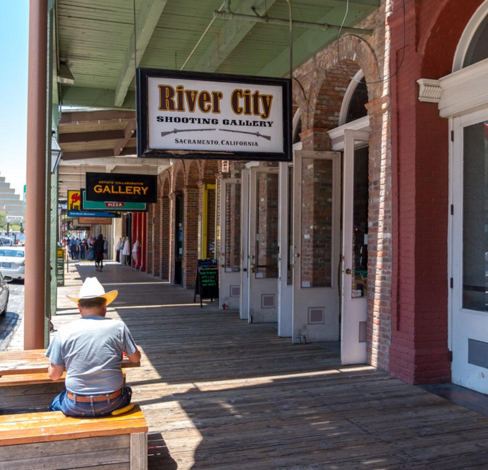 auch Cowboys geniessen die historische Stadt von Sacramento
